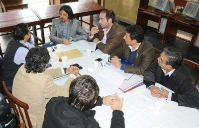 El Gobierno provincial mantuvo una jornada de trabajo junto a la comunidad oranense