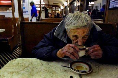 """Apoyan y celebran la iniciativa de """"un café pendiente"""""""