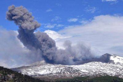 Continúa la asistencia a los pobladores evacuados por el volcán Copahue