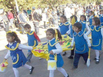 """Maestras y """"jardineritos"""" celebraron su día en toda la provincia"""