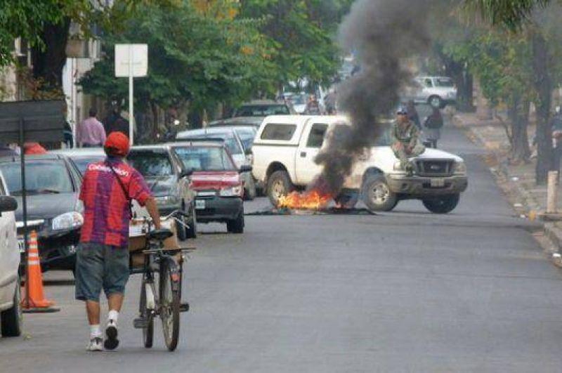 La protesta de empleados de la Dpec empeor� el caos vehicular