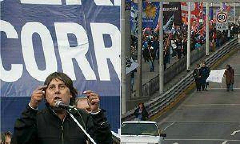 Micheli cortó accesos y cerró con un magro acto en Plaza de Mayo