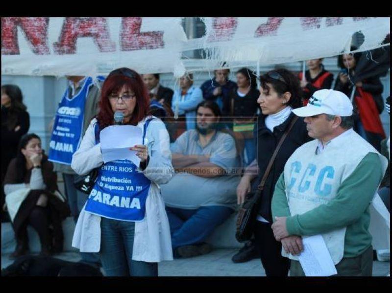 CTA Paraná marchó a Casa de Gobierno reclamando reivindicaciones salariales