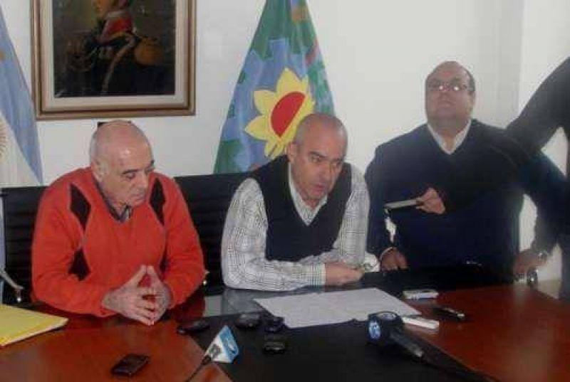 Echeverría otorgó por decreto un aumento del 23 % y evalúa descontar los días de paro