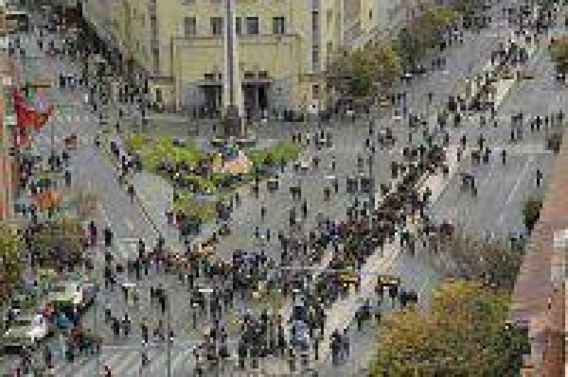 La Central Obrera Boliviana levantó el paro y los cortes después de llegar a un acuerdo con el gobierno