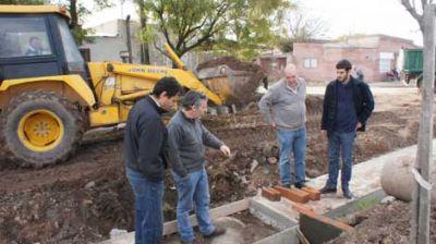 Se construyen siete cuadras de cordón cuneta en el barrio 9 de Julio