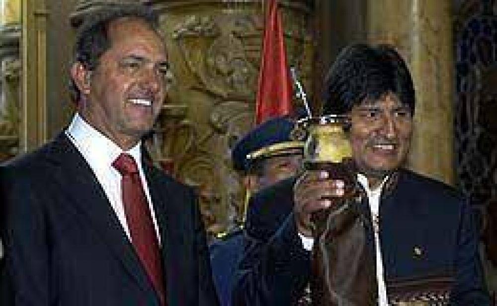 """Scioli declaró """"visitante ilustre"""" de La Plata a Evo Morales"""