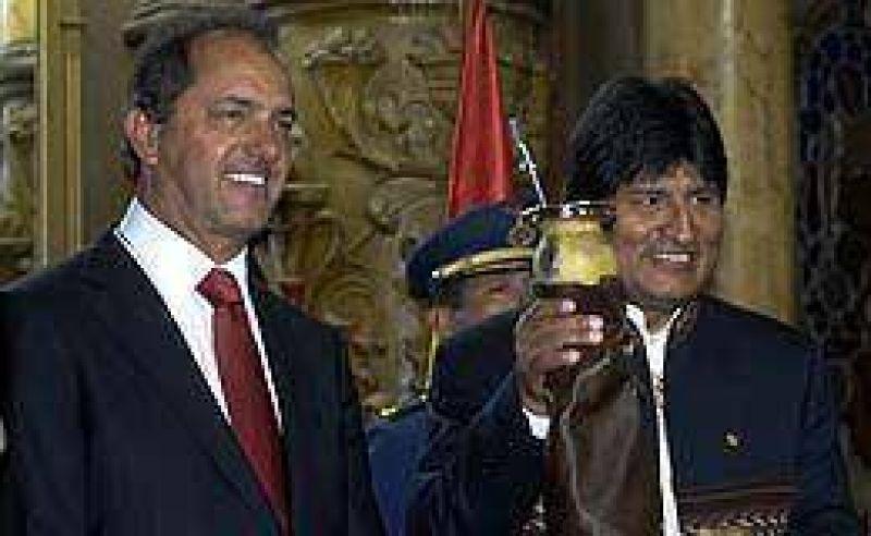 """Scioli declar� """"visitante ilustre"""" de La Plata a Evo Morales"""