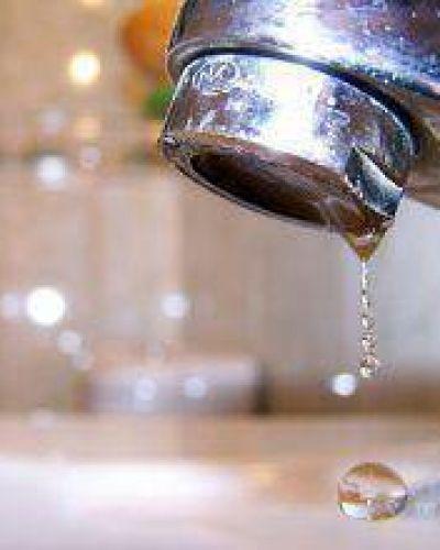 Grave situación en Castelli: La APA y la Comisión de Emergencia Hídrica piden que se consuma menos agua