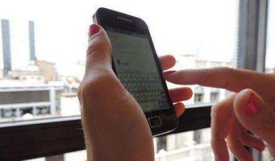 Advierten sobre carga de celulares en kioskos