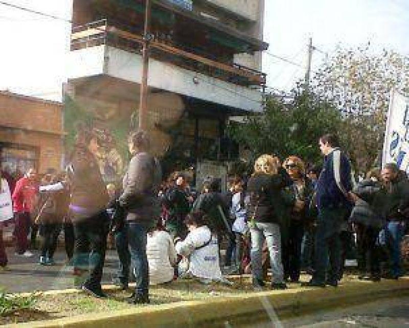 El Frente de Gremios Estatales de Quilmes fue al Consejo Escolar