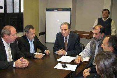 Cinco ingenios tucumanos firmaron un convenio para industrializar la vinaza
