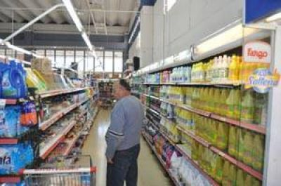 Acuerdo de grandes supermercadistas con la Secretaría de Comercio Interior: con algunas faltantes en las góndolas, rige el congelamiento de precios