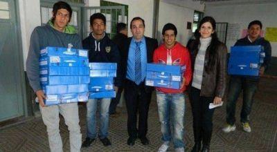 Capitanich y Bossio entregan netbooks