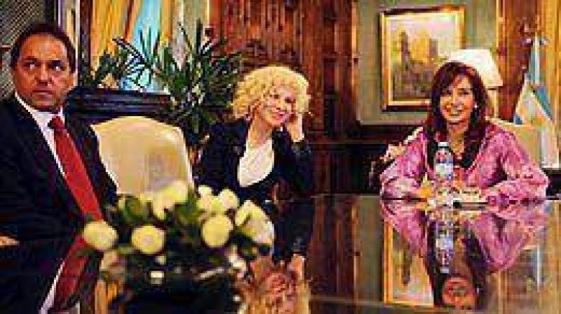 Junto a Cristina y Scioli, Nacha Guevara selló su candidatura