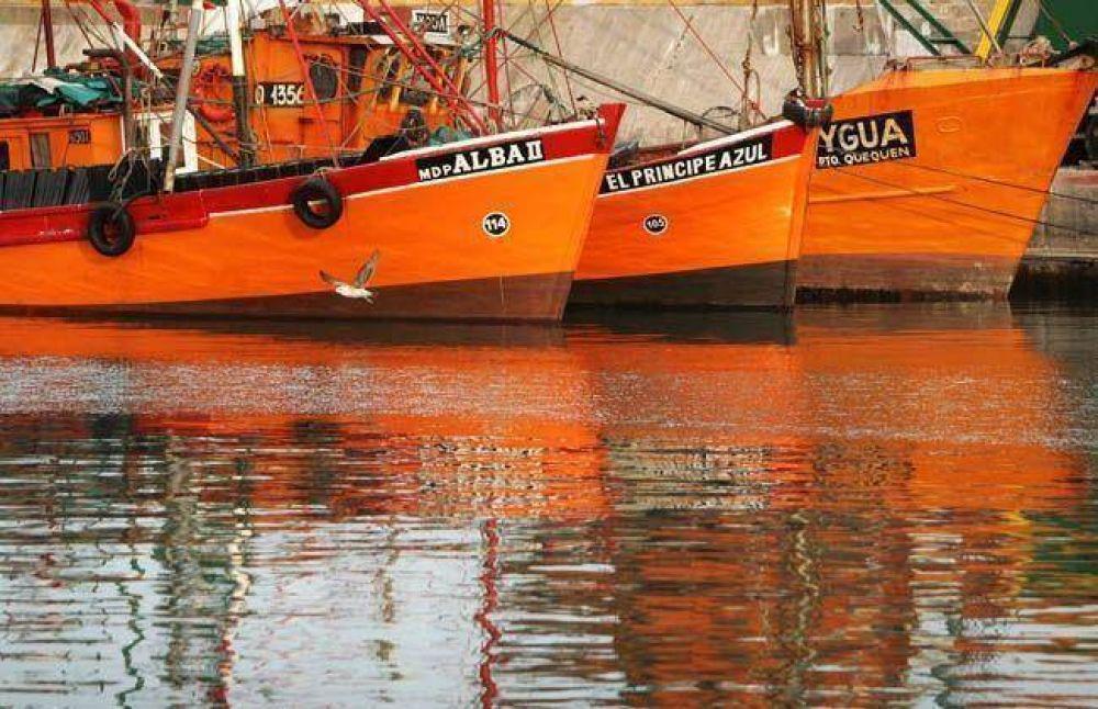 Capitanes y oficiales de buques pesqueros firman 24% de readecuación salarial