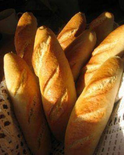 Algunas panaderías ya venden a 14 pesos el kilo de pan