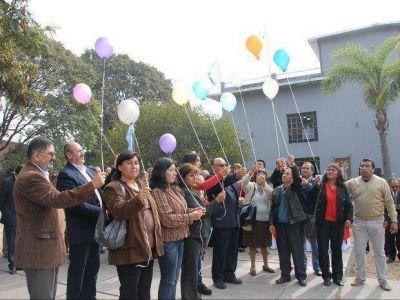 """Acto y suelta de globos por el """"Día del Vecino"""""""