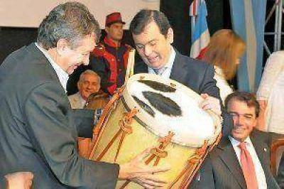 El ministro Yauhar viene a Santiago para inaugurar con el primer mandatario el nuevo Mercado Frutihortícola