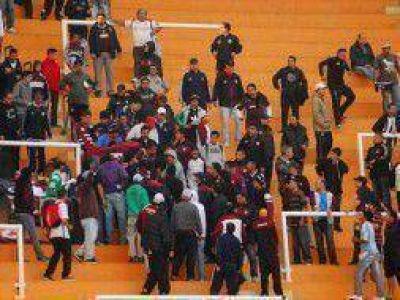 Violencia en el F�tbol: Sindicato de �rbitros critic� las medidas de Casal y la Afa