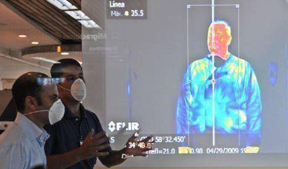 La OMS elevó casi al máximo el alerta mundial por la gripe porcina
