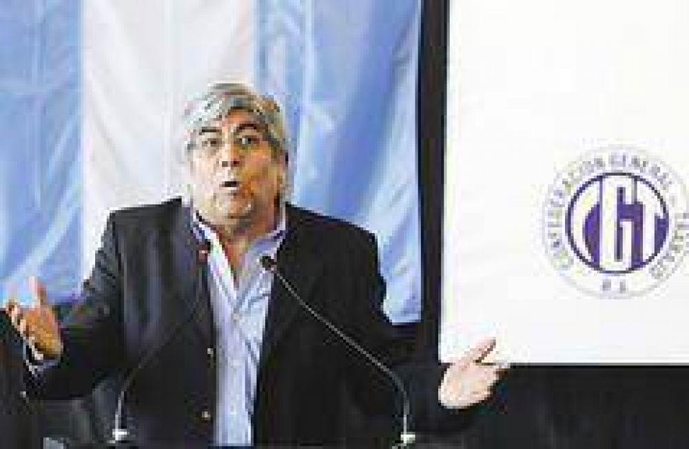 Moyano muestra en la calle su poder de fuego y sube precio a alianza con Kirchner
