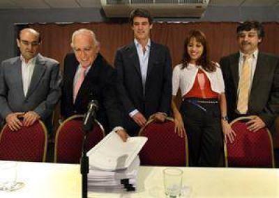 El frente de Elisa Carrió, Ricardo Gil Lavedra y Rodolfo Terragno se inscribió en la Justicia Electoral