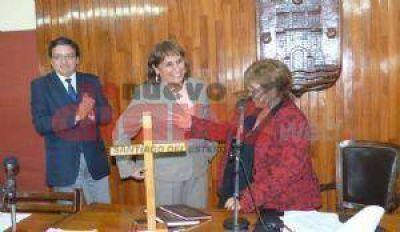 Rosa Santillán asumió ayer como concejal
