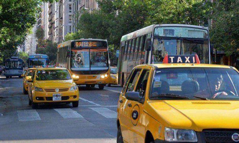 "UTA ""garantiza"" transporte hasta el lunes próximo"