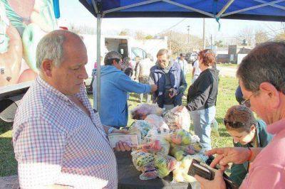 """El camión de """"Frutas para todos"""" se instalará en Plaza Ameghino"""