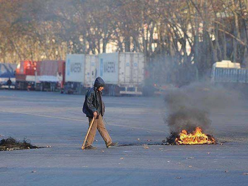 Violencia sindical: incidentes entre dos facciones de camioneros portuarios