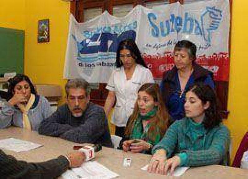 En conferencia de prensa, SUTEBA denunció el incumplimiento en los pagos a los docentes