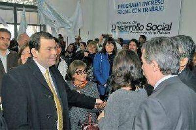 Zamora trabajar� con gobernadores vecinos en planes de infraestructura