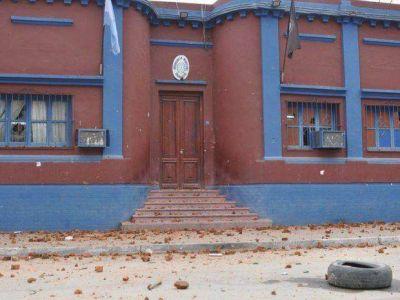 Caos en Embarcación, tras un desolojo en viviendas IPV