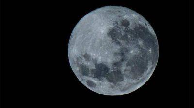 """El domingo se pudo ver la """"súper Luna"""" en el cielo"""