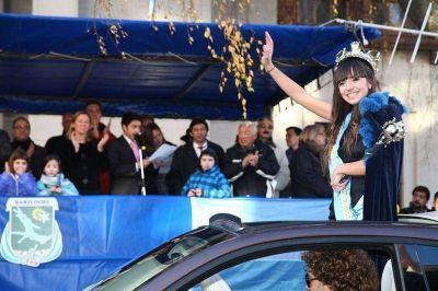 Las carrozas pusieron una nota novedosa en el Desfile de la Nieve