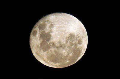 "La ""Súper Luna"" iluminó la noche santiagueña"