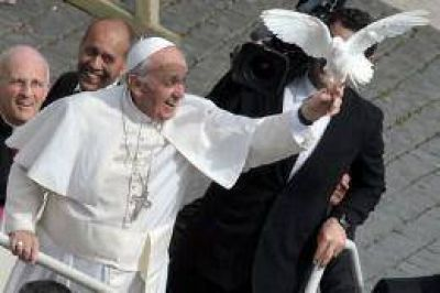 Francisco recibió a Pérez Esquivel y al líder de la comunidad Qom