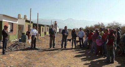 En El Carmen reclaman agua potable, luz domiciliaria y alumbrado público
