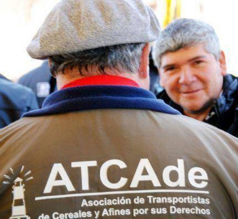 Camioneros suspenden quite de colaboración y viajan a La Plata a reunión con la Mesa de Cargas