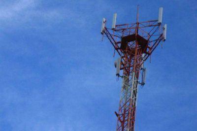 Reclaman que retiren antena de telefonía móvil