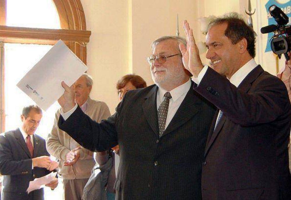 Doce municipios recibieron un millón de pesos Scioli entregó en Alvear fondos para comprar maquinaria vial
