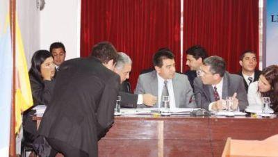 Senado: finaliz� la interpelaci�n al ministro Francisco Gordillo