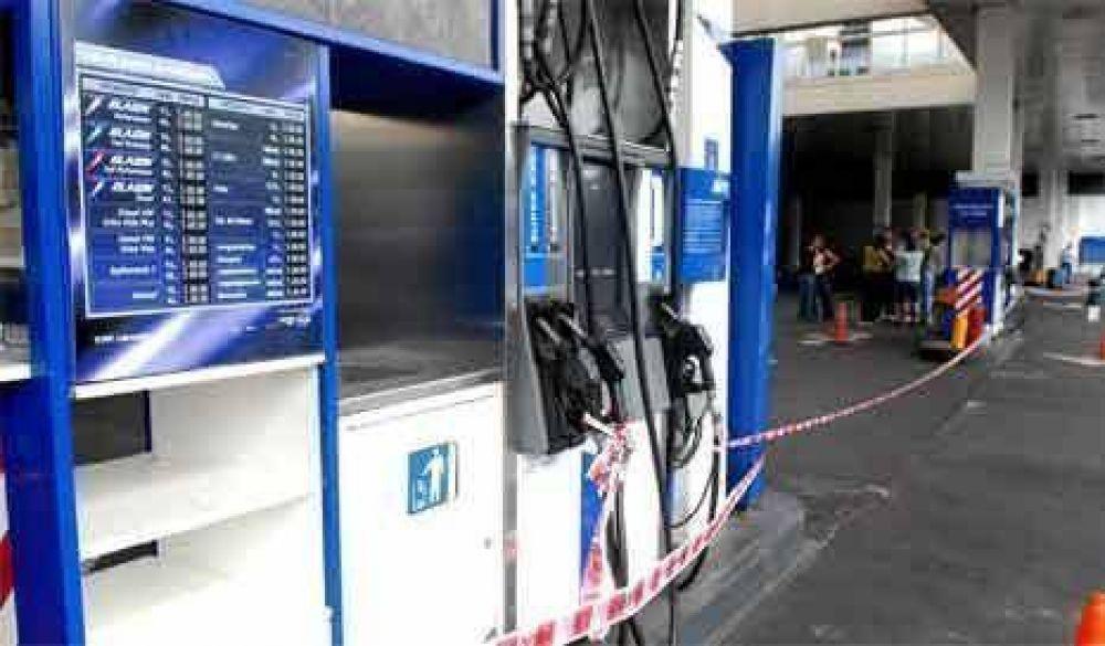 Closs reclamó a las distribuidoras que equiparen los precios de los combustibles en Misiones.