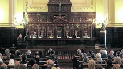 Duro rechazo de la oposici�n al intento de recortar poder a la Corte