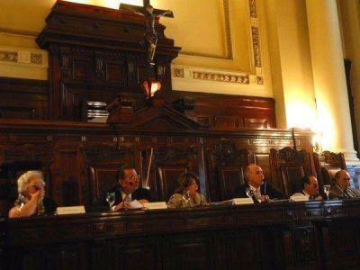 La oposici�n critic� el proyecto oficial para quitarle el manejo de fondos a la Corte