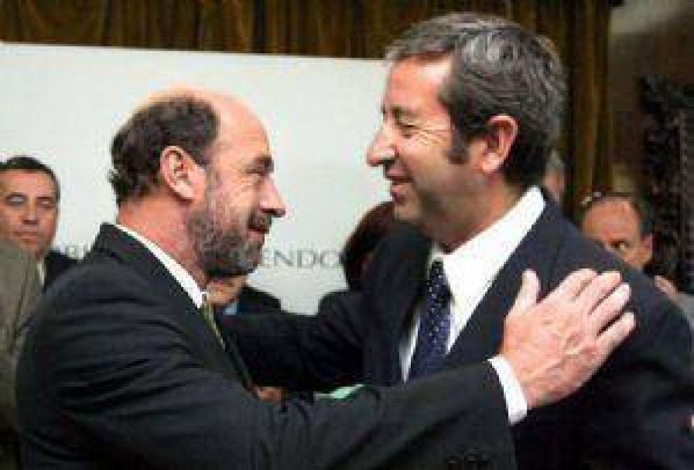 En el arranque de la campaña, el PJ prepara más denuncias contra Cobos