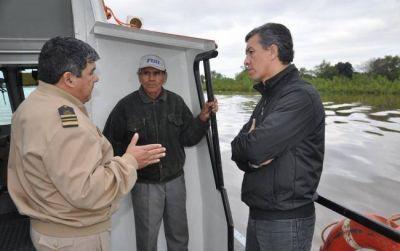 Aguilar recorrió en lancha la ribera de Barranqueras, Vilelas y la Isla Santa Rosa y realizó relevamiento