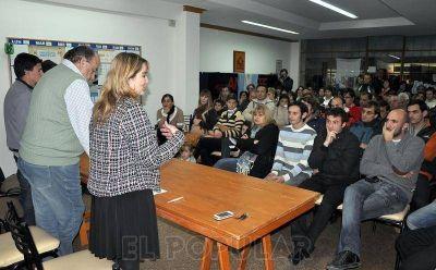 Multitudinario acto del PJ recordando al Gral. Perón