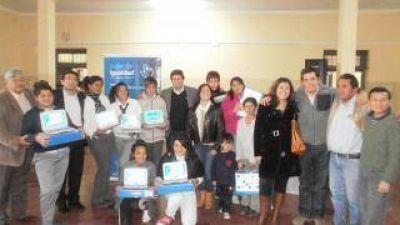 Se entregaron netbooks en Paclín y Fray Mamerto Esquiú